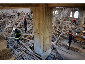 Cami inşaatında göçük: 4 yaralı