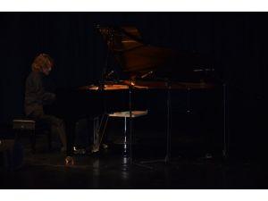 Tuluyhan Uğurlu'dan Semazenler eşliğinde konser