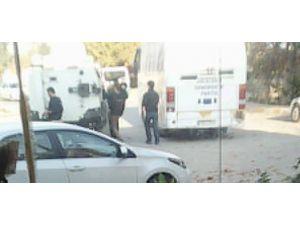Polis, Nusaybin'de HDP'nin seçim otobüsüne el koydu