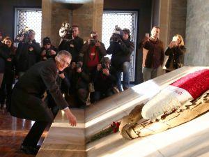 Aziz Sancar'ın Anıtkabir'i ziyaretinde izdiham