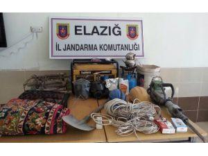 Elazığ'da Kaçak Kazı Yapan 4 Şüpheli Yakalandı