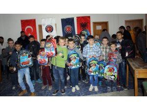Arnavutluk'ta Yetimlere Okul Malzemesi Desteği