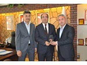 Hayrat İnsani Yardım Derneğin'den Başkan Mustafa Çöl'e Teşekkür Ziyareti