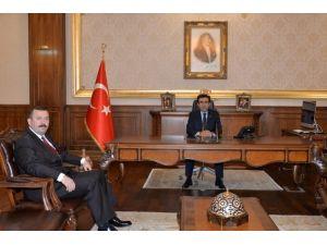 Genel Sekreter Aydınlık'tan Vali Güzeloğlu'na Ziyaret