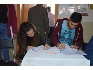 Üniversite Öğrencileri Kan Bağışında Bulundu