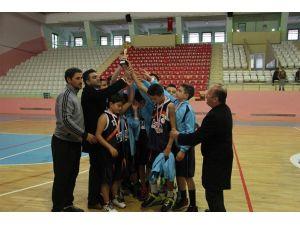 Yıldız erkekler basketbol turnuvasında il ikincisi oldu