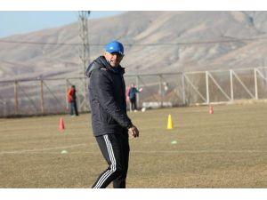 Yeni Malatyaspor İrfan Buz'la Uçuşa Geçti
