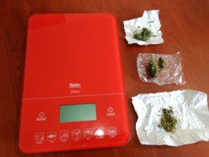 Jandarma 125 gram satışa hazır esrar ele geçirdi