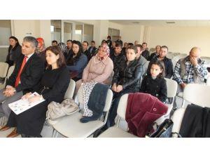 Burhaniye'de Kurs Bitiren Gençlerin Belge Sevinci