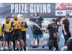 Extreme Sailing Series'in son yarışında şampiyon The Wave Muscat