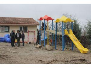 Havza Belediyesi'nden uzak mahalledeki çocuklara oyun parkı