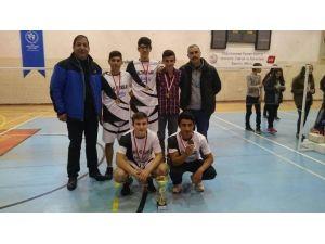 Badmintonda Enver Ören Lisesi Farkı