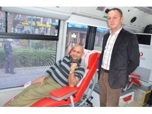 Kızılay Kan Merkezinden Gönüllü Kan Bağış Kampanyası