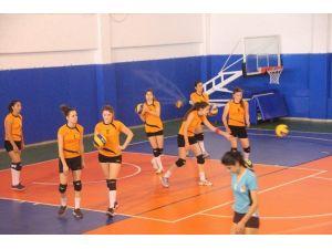 Türkiye Üniversite Sporları Federasyonu Voleybol 2. Lig Müsabakalarının 2'inci Günü Geçildi