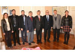 Manisa Gazeteciler Cemiyeti Yeni Yönetimi Vali Bektaş'ı Ziyaret Etti