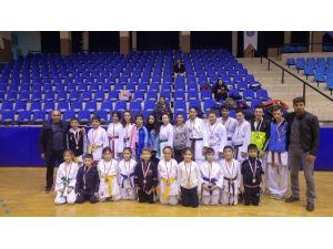 Söke'ye Aydın Karate İl Şampiyonasından 23 Madalya