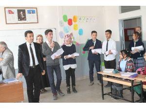 Köy Okulu Öğrencilerine Kitap Desteği