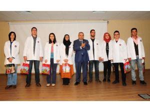 Tıp Fakültesi Öğrencilerine Önlük Giydirildi