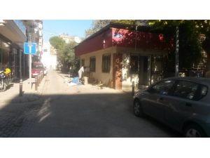 Efeler'de Mahalle Muhtarlıklarının Tabelaları Yenileniyor