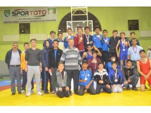 Pazarlar Anadolu Lisesi Güreş Takımı Yine Zirvede