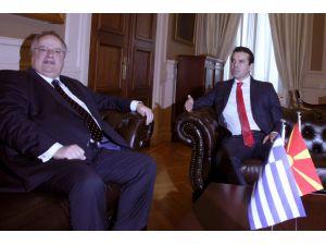 Makedonya Dışişleri Bakanı 13 yıl sonra Atina'da