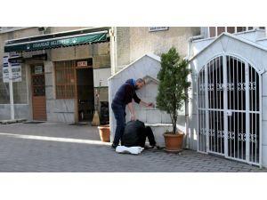 Bonzai kullanan genç cami bahçesinde krize girdi
