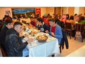 Ispartalı Öğrencilerden Yunusemre'ye Ziyaret
