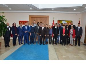 Vali Düzgün, Göçmenler Günü Nedeniyle Kayseri'deki Yabancıları Kabul Etti