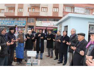 Niğde'de pazar yerlerinin toplu dua ile açılması uygulaması devam ediyor
