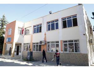 Erdemli Belediyesi Okulları Boyamaya Devam Ediyor