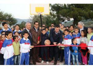 Bodrum Belediyesi'nden Okula Basketbol Sahası