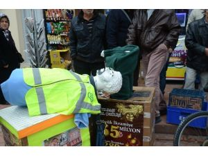 Cansız Mankeni Yaya Zannetti Dükkana Daldı