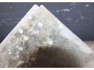 Elektromanyetik radyasyonu kırmak için bilgisayar yanına kaya tuzu