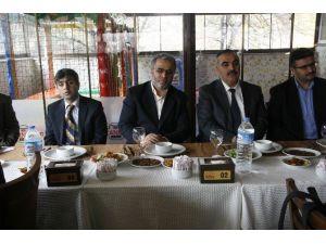 Müftülük Çalışanları Engellilerle Yemekte Buluştu