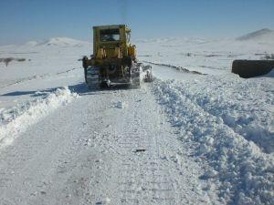 Aksaray'da Kar Nedeniyle Kapanan Yollar Açılıyor