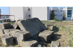 Tarihi Mezar Ve Çevresi Temizlendi