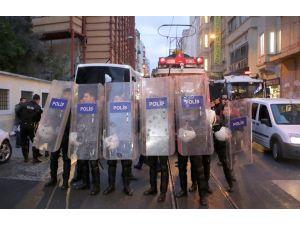 Nostaljik tramvaydaki eyleme polis müdahalesi