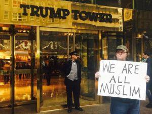Michael Moore'dan 'Hepimiz Müslümanız' kampanyası
