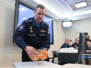 Rusya, düşürülen Su-24 uçağın kara kutusunu canlı yayında açıyor
