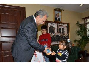 Vali Büyük'ten Mülteci Çocuklara Oyuncak