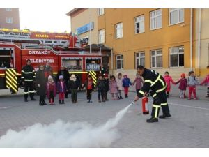 İtfaiye'den Minik Öğrencilere Yangın Dersi