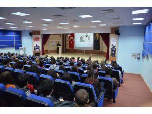 Jandarma, 'erken yaşta evliliğin önlenmesi' için okullarda konferans veriyor