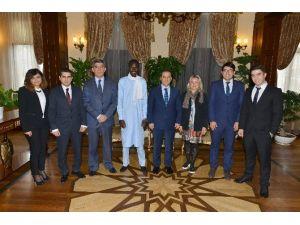 Antalya Valisi Türker, Kentteki Yabancı Uyruklu Sayısını Açıkladı