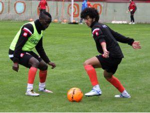 Adanaspor, Kardemir Karabükspor'u eli boş göndermek istiyor