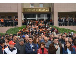 Akdeniz Belediyesi'ne yönelik operasyon ve gözaltılar protesto edildi