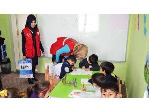 Muş'ta 'İyilik Ağacı' Projesiyle Köy Okuluna Yardım