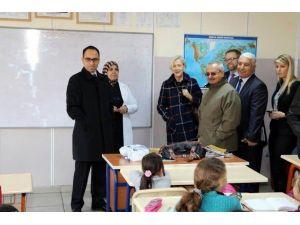 ABD'nin Adana Konsolosu Spech, Suriyelileri Ziyaret Etti