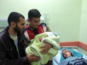 Suriyeli Sığınmacı Umuda Yolculuk Sırasında Erken Doğum Yaptı