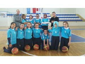 Özel Sema Ortaokulu basketbol müsabakasından birinci oldu