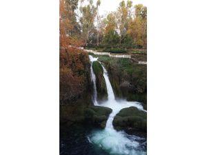 Düden Şelalesi'nde sonbaharda renk cümbüşü yaşanıyor